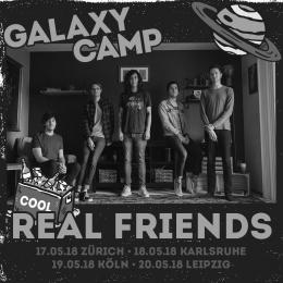 Die Band Real Friends und das Logo des Galaxy Camp Festivals