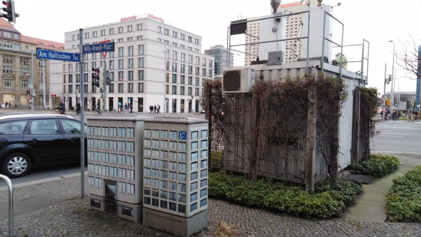 Leipziger Feinstaub Messstation am Willy-Brandt-Platz
