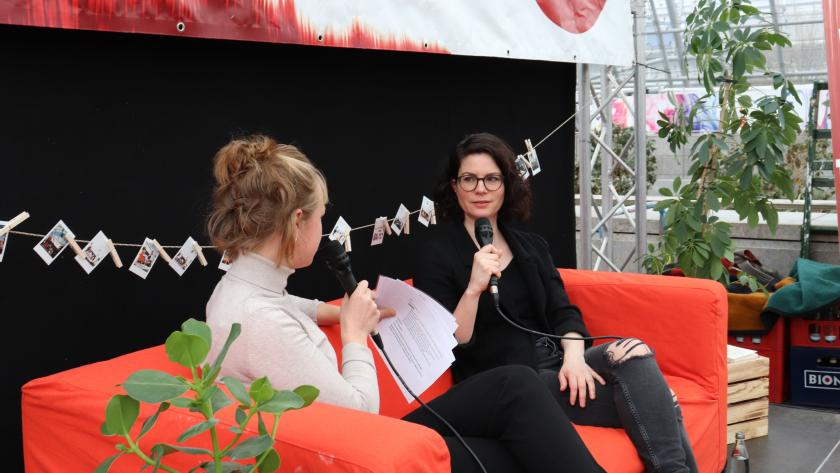 Isabelle Lehn beim Interview